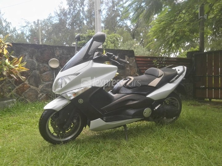 second hand yamaha tmax 500 2011. Black Bedroom Furniture Sets. Home Design Ideas