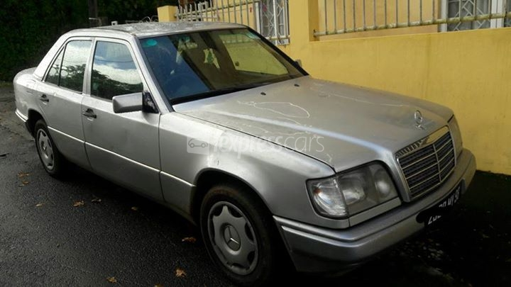 Second hand mercedes benz e200 1998 for 2nd hand mercedes benz