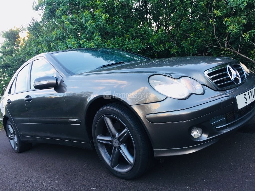 Second hand mercedes benz c class 2005 for 2nd hand mercedes benz