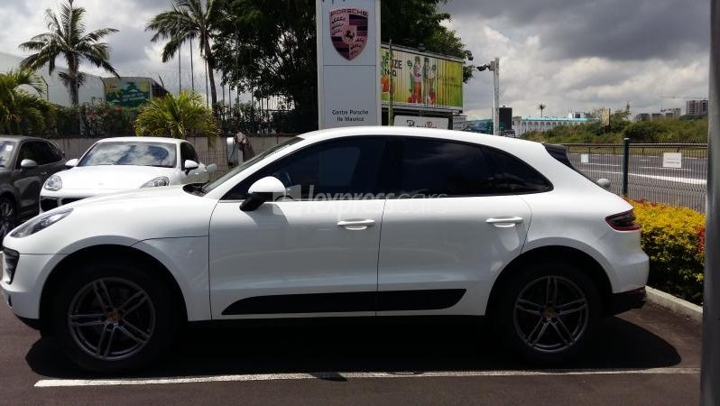 Dealership Second Hand Porsche Macan 2018 full