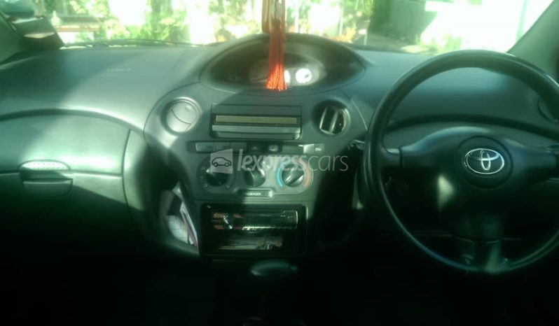 Second-Hand Toyota Vitz 2004 full
