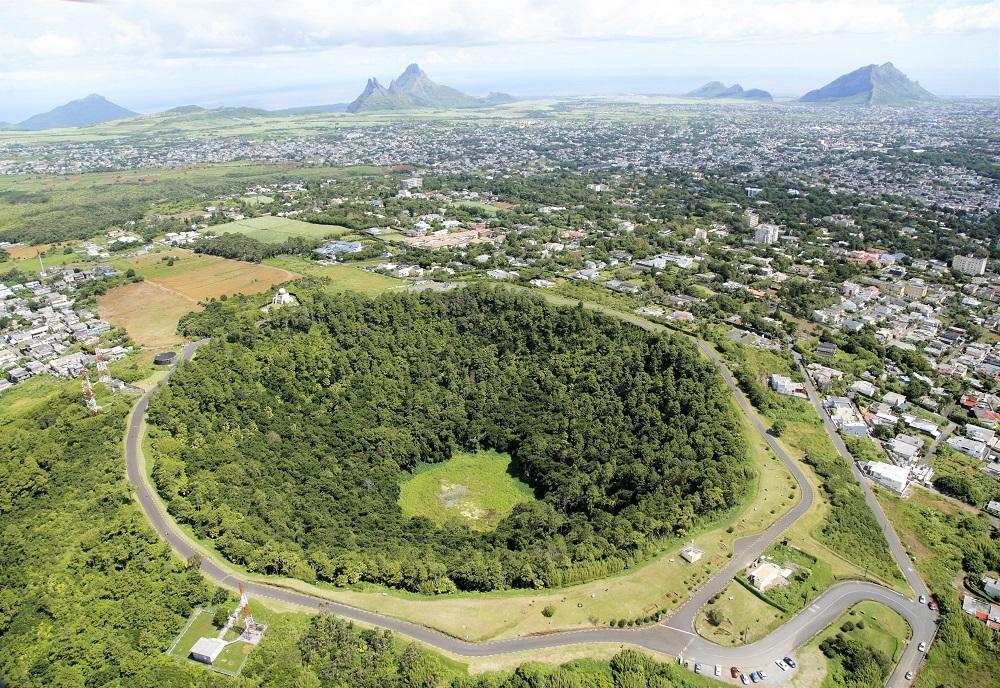 Road Trip Mauritius Trou aux Cerfs LexpressCars.mu
