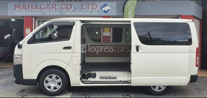 Dealership Second Hand Toyota HiAce 2017 full