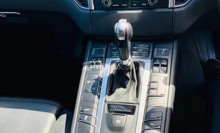 Dealership Second Hand Porsche Macan 2016 full