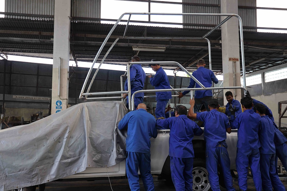 LexpressCars - ABC Coach Works-Made in Moris- papamobile