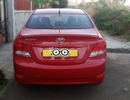Second-Hand Hyundai Accent 2013 full