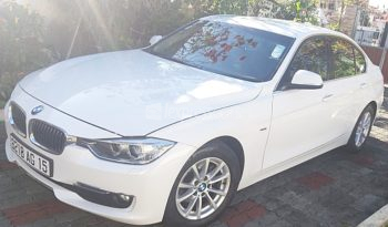 Second-Hand BMW 320i 2015 full