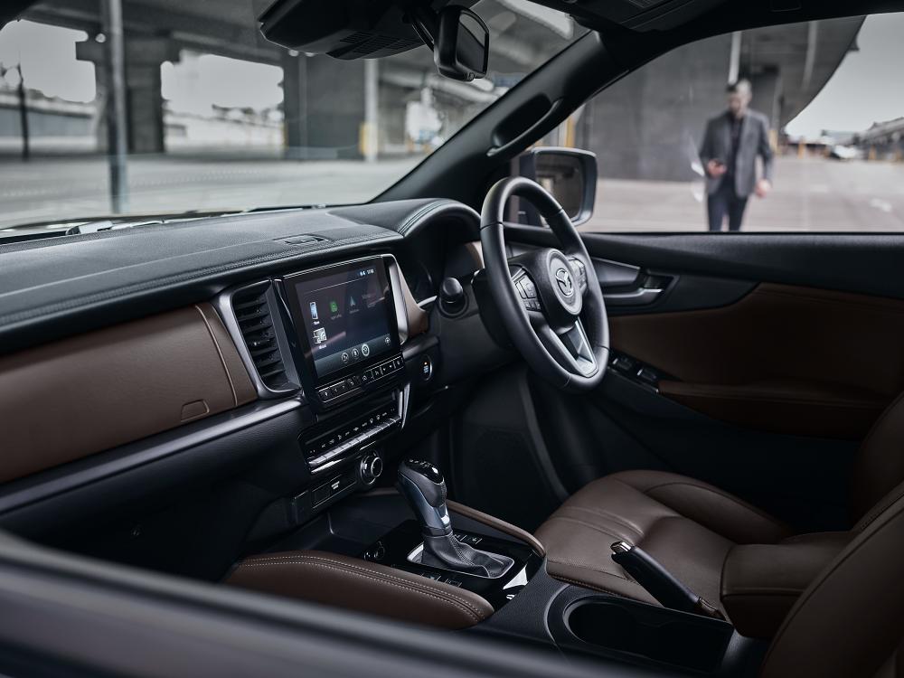 Mazda BT50 LexpressCars cockpit