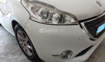 Second-Hand Peugeot 208 2012 full